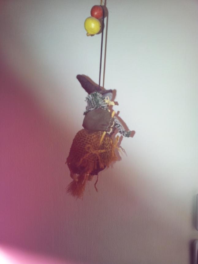 מכשפה תלויה 1